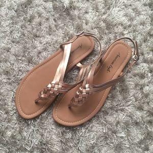 •American Eagle Sandals•